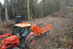 Takto z gruntu budujeme nové hřiště s umělou trávou (provoz od května 2019)