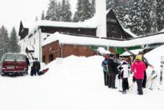 Náročnější sjezdaře odvezeme ke skibusu (900 m), nebo zajistíme individuální dopravu na Tanvaldský Špičák či Severák malým autobusem.