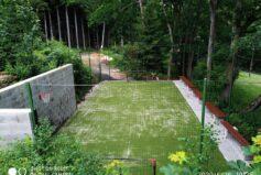 Na našem novém hřišti s umělou trávou si můžete zahrát fotbálek, volejbal, vybíjenou, líný tenis či badminton…
